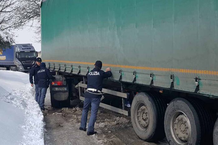 SOS NEVE, LA POLIZIA METTE IN CAMPO<br> 25 AUTO E TUTTI I MEZZI A DISPOSIZIONE